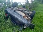 Três ficam feridos após carro capotar em distrito de Tupã