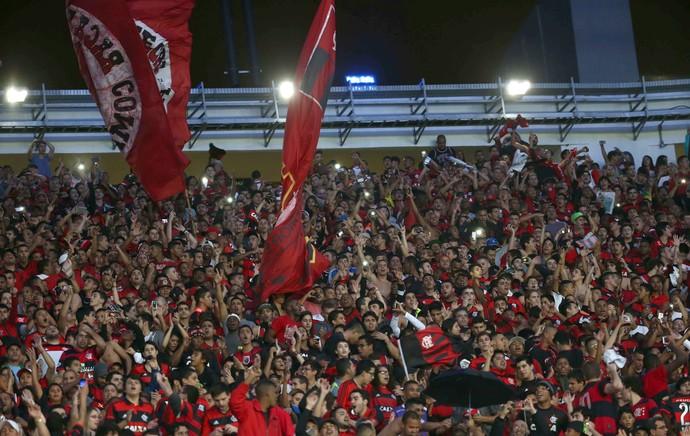 Jogadores flamengo aplaudem torcida (Foto: André Durão / Globoesporte.com)