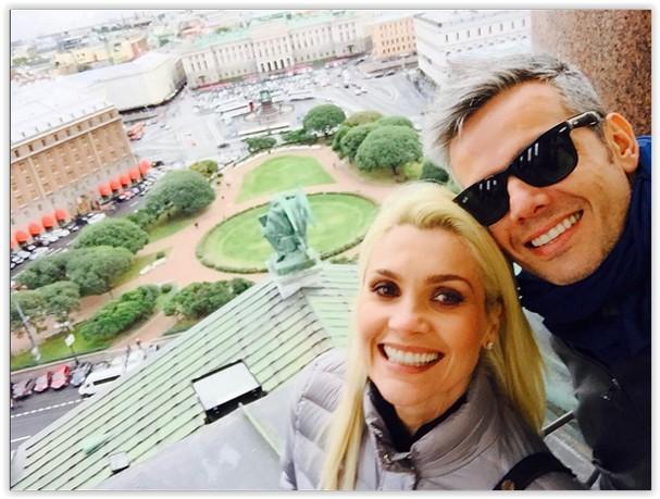 Flávia Alessandra e Otaviano Costa na Rússia (Foto: Reprodução)