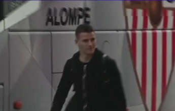 Na Espanha, jogador deixa estádio  em ônibus do ex-clube e adversário