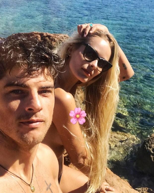 Yasmin faz topless em viagem com o marido, Evandro Soldati, em Ibiza (Foto: Reprodução/Instagram)