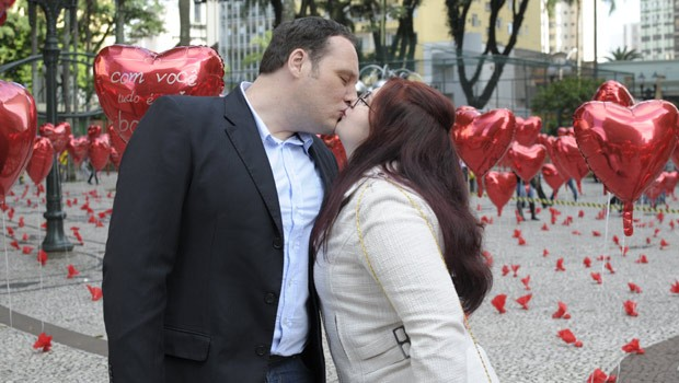 Recém casados, os apaixonados escolheram Curitiba para celebrar a união (Foto: Ana Schwaner/RPC TV)