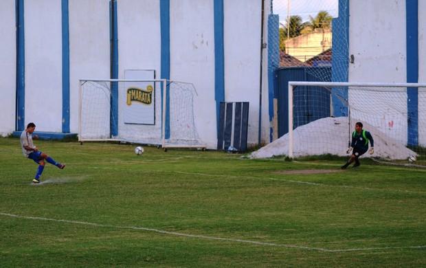Confiança treinou as penalidades nesta sexta-feira (Foto: Felipe Martins/GLOBOESPORTE.COM)