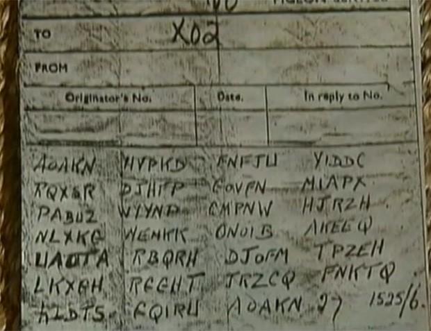 Papel com blocos de letras foi encontrado junto ao corpo do animal (Foto: Reprodução/Globo News)