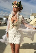 Katy Perry, Cara Delevingne... Os looks dos famosos no Burning Man 2015
