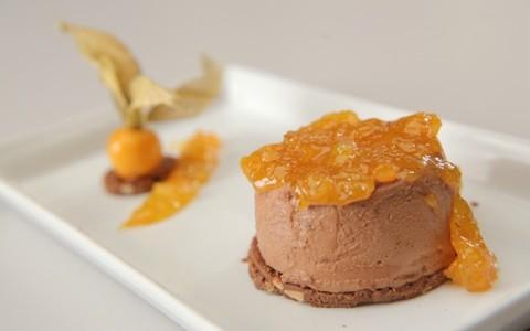 Mousse de chocolate com paçoca e laranja kinkan