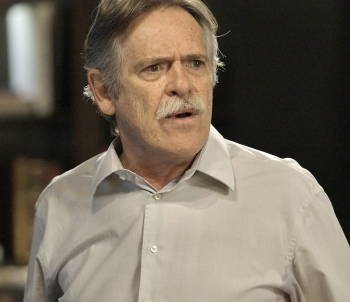 Gibson insiste que Nelita precisa ser internada (Foto: TV Globo)