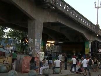 Ocupação debaixo do Viaduto Santa Tereza, em Belo Horizonte.  (Foto: Reprodução/ TV Globo)