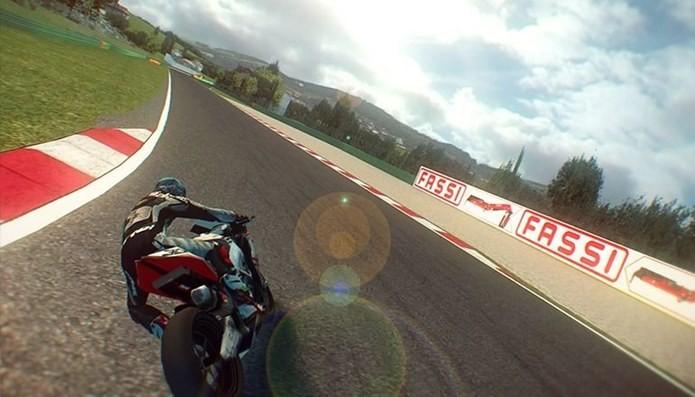 SBK 14 é o jogo de corrida com motos que estava faltando na App Store (Foto: Divulgação)