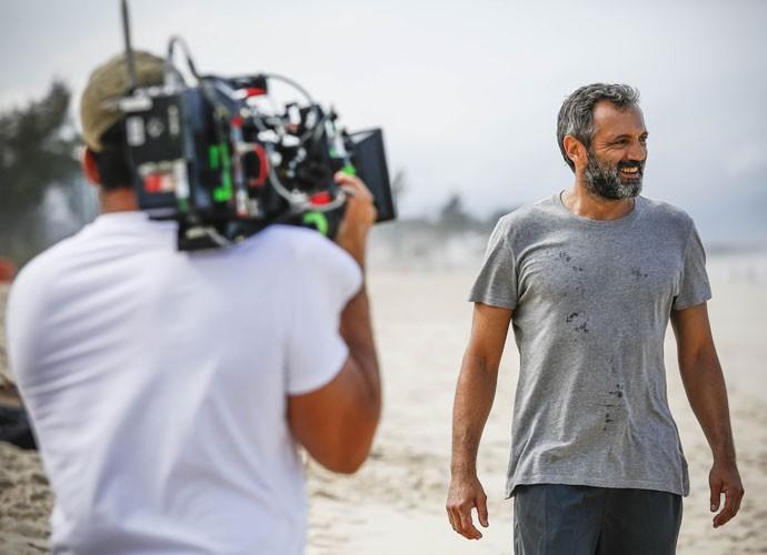 Domingos Montagner é só sorrisos durante a gravação (Foto: Raphael Dias/Gshow)