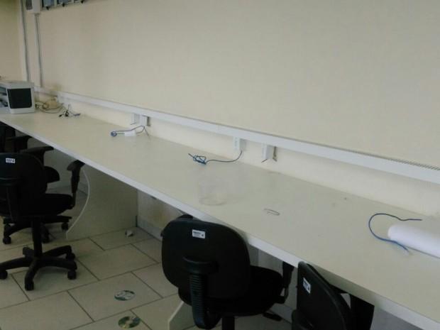 Computadores foram levados de sala de informática em Guaramirim (Foto: Suelen Ploazai/Divulgação)