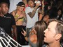 Sem Rihanna, Chris Brown festeja aniversrio em boate 