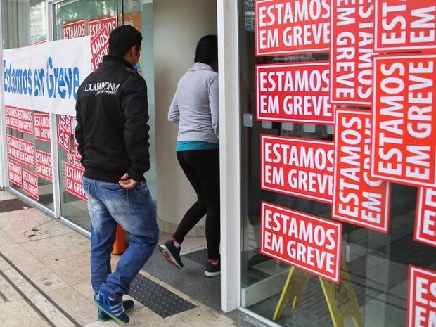 Segundo dia de greve dos bancários atinge 212 agências de Curitiba e RMC. (Foto: Joka Madruga/SEEB Curitiba)