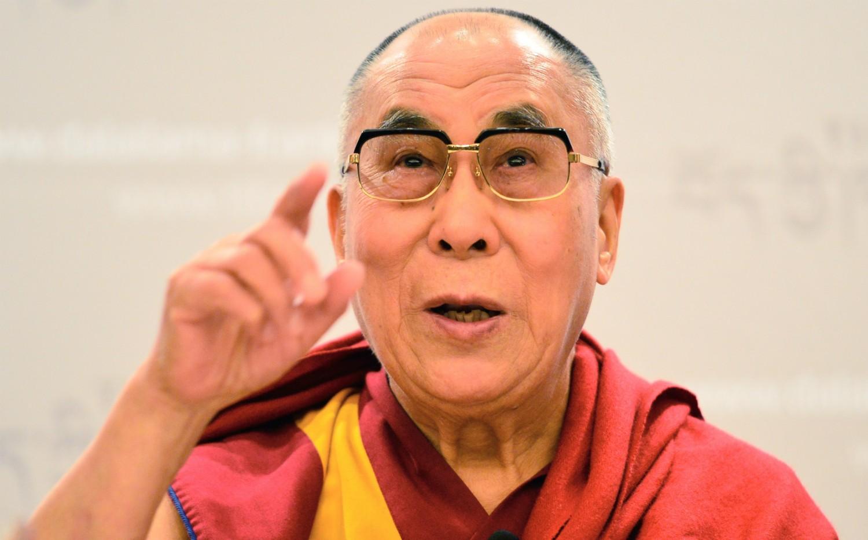 Ok, Tenzin Gyatso, o 14º e atual Dalai Lama, não é um astro de Hollywood, mas ele influencia muita gente mundo afora. O líder do budismo tibetano já se declarou feminista e pronto a lutar pelos direitos das mulheres. (Foto: Getty Images)