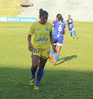 Eliene, meia do Tiradentes-PI (Foto: André Leal/GloboEsporte.com)