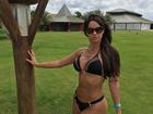 Carol Dias mostra barriga sarada em rede social