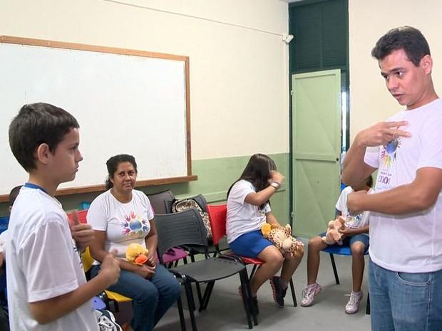 Projeto é intitulado 'Libras: ouvindo e aprendendo a cultura surda' (Foto: Reprodução/ TV Gazeta)
