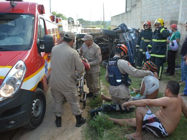 Cinco pessoas ficaram feridas e foram socorridas pelo Corpo de Bombeiros (Foto: Walter Paparazzo/G1)