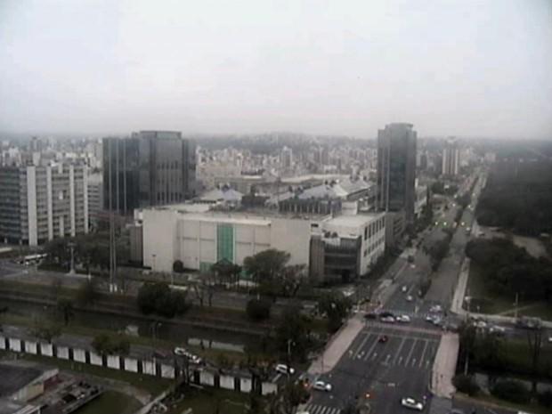 Terça-feira (9) amanhece com tempo nublado em Porto Alegre (Foto: Reprodução/RBS TV)