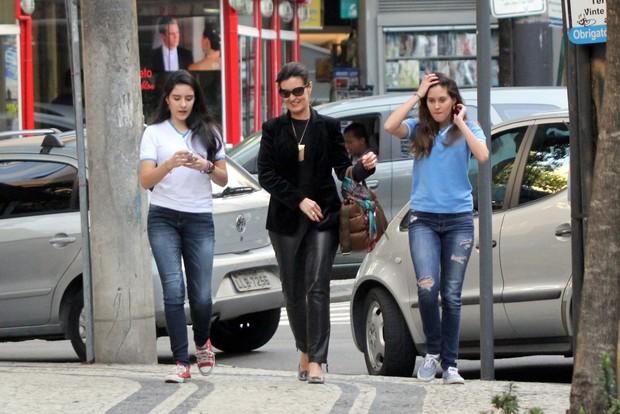 Fátima Bernardes com as filhas (Foto: J. Humberto / AgNews)
