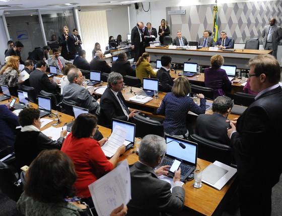 Sessão que apreciou a reforma trabalhista na Comissão e de Constituição e Justiça (CCJ). (Foto: Agência Senado )