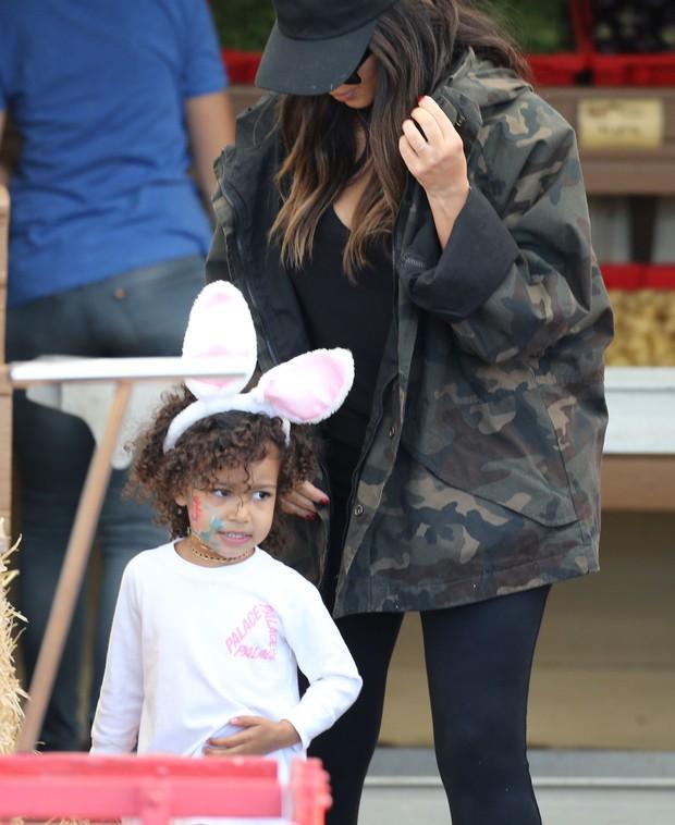 X17 - Kim Kardashian West e a filha North West em Los Angeles, nos Estados Unidos (Foto: X17online/ Agência)