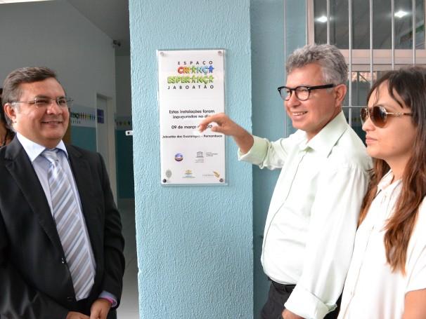 Inauguração oficial do Espaço Criança Esperança Jaboatão: Reitor da Universidade Católica Padre Pedro Rubens; o prefeito de Jaboatão, Elias Gomes;  (Foto: Divulgação)