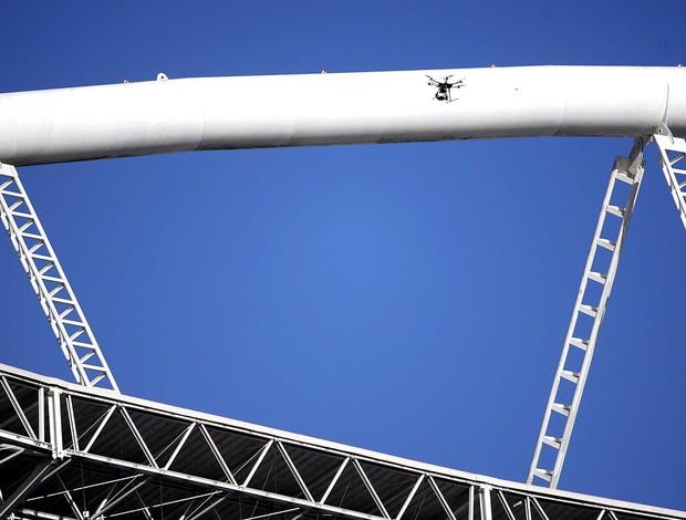 vistoria estádio Engenhão interditado (Foto: Alexandre Cassiano / Ag. O Globo)