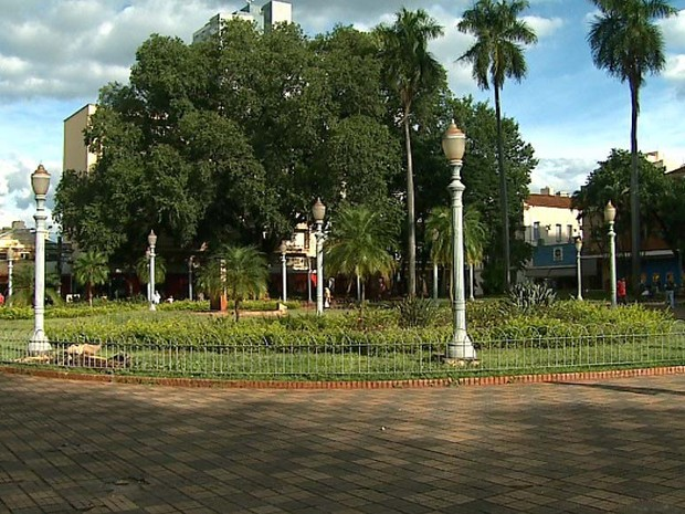 Piso da Praça Carlos Gomes será recuperado e fonte receberá pintura (Foto: Reprodução/EPTV)