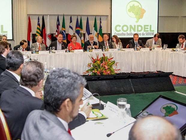 A presidente Dilma Rousseff e governadores do Nordeste em reunião em Salvador (Foto: Roberto Stuckert Filho/PR)
