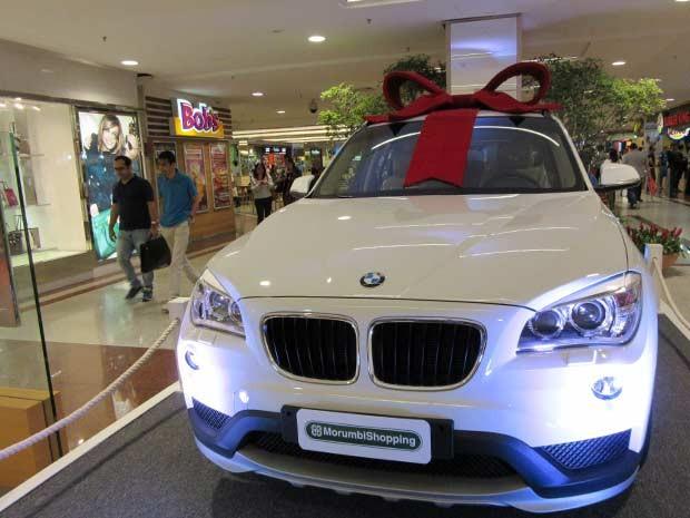 No Morumbi Shopping, cada R$ 800 em compras dá ao consumidor direito de concorrer a dois BMW X1 sDrive20i. (Foto: Caio Prestes/G1)
