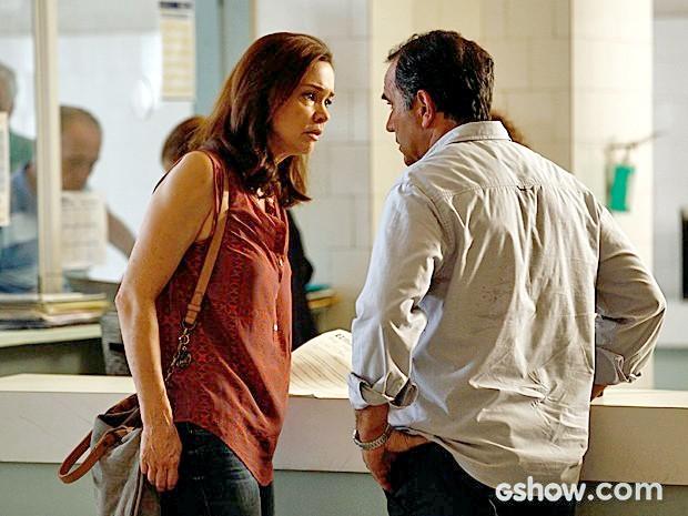 Helena leva um baita susto ao ver que Laerte esteve no hospital com Luiza (Foto: Inácio Moraes/TV Globo)