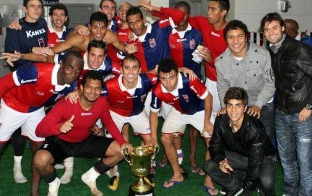 Grupo do Paraná Clube comemora título do turno (Foto: Divulgação/Site oficial do Paraná Clube)