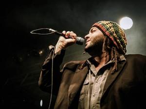 Juca Culatra apresenta o primeiro disco da trilogia que propõe a mistura do brega com o reggae. (Foto: Divulgação) (Foto: Divulgação)