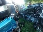 Três pessoas morrem em acidente entre carro e caminhão na PR-323