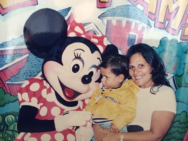 Kika quando tinha cerca de 90Kg, no ano de 1994, comemorando o aniversário do filho mais velho. (Foto: Arquivo Pessoal)