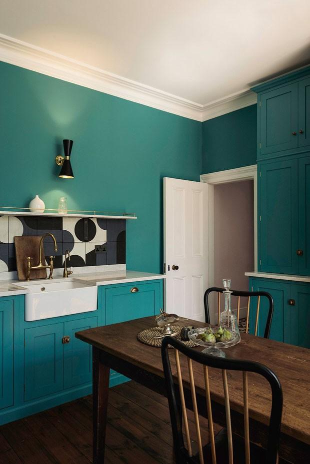 Décor do dia: cozinha azul turquesa com inspiração francesa (Foto: Divulgação )