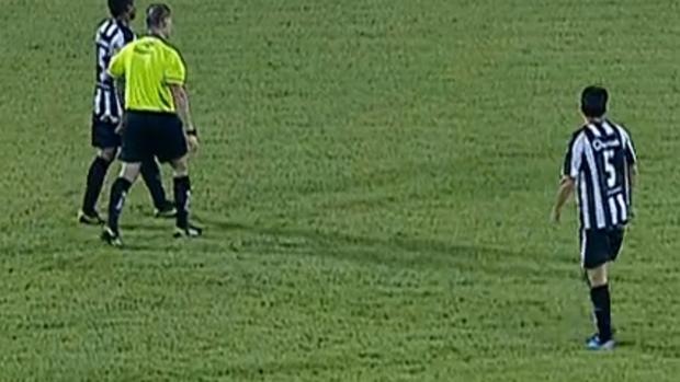 União Barbarense, duas camisa 5 em campo (Foto: Reprodução SporTV)