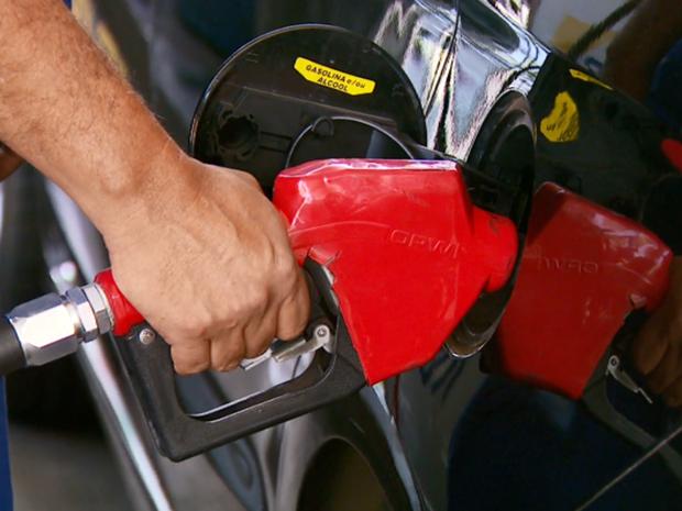 Preço da gasolina passa de R$ 4 em algumas cidades do Sul de Minas (Foto: Reprodução EPTV)