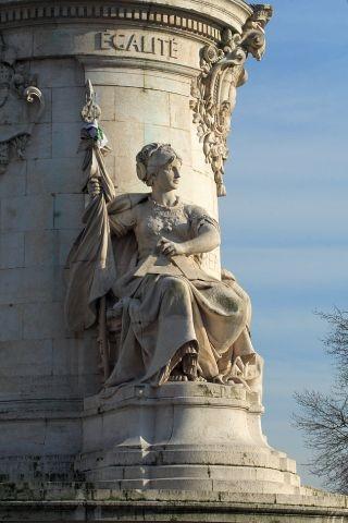 Estátua da igualdade, monumento central na  praça la République, Paris (Leopold Morice, estatuário, e Charles Morice, arquiteto (Foto: Domínio Público)