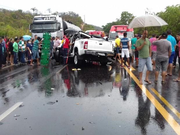 Duas pessoas morreram em acidente na BR-316 em Caxias (Foto: Divulgação/PRF)