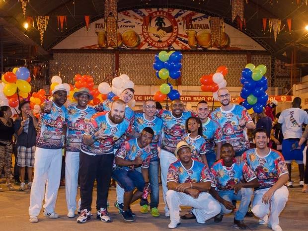 Compositores e torcedores comemoram escolha do samba na União do Parque Curicica, da Série A (Foto: Enildo Rosário/ Divulgação)