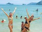 Em dia de praia, Luana Piovani mostra boa forma de biquíni