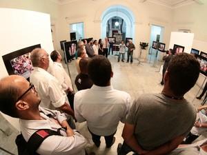 Exposição reúne trabalhos de profissionais alagoanos  (Foto: Jonathan Lins/G1)