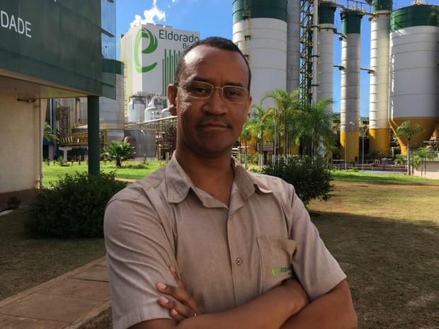 Engenheiro florestal Fabiano Lourenço dos Santos saiu de Minas Gerais para trabalhar em Três Lagoas no ano passado (Foto: Eldorado/Divulgação)
