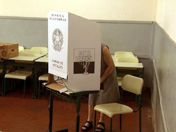Urna de votação na eleição para prefeitos e vereadores (Foto: Reprodução / EPTV)