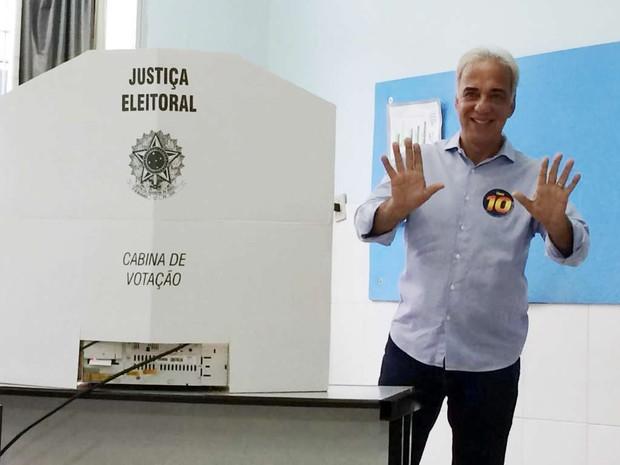 Paulo Baltazar (PRB), votando no segundo turno das eleições municipais de Volta Redonda (Foto: Divulgação)
