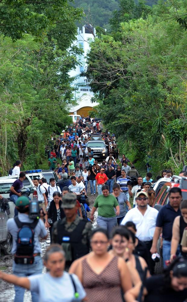 Enterro de Miss Honduras comove população local (Foto: Orlando Sierra/AFP)