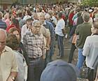 Multidão vai a hospital para marcar consulta (Reprodução/EPTV)