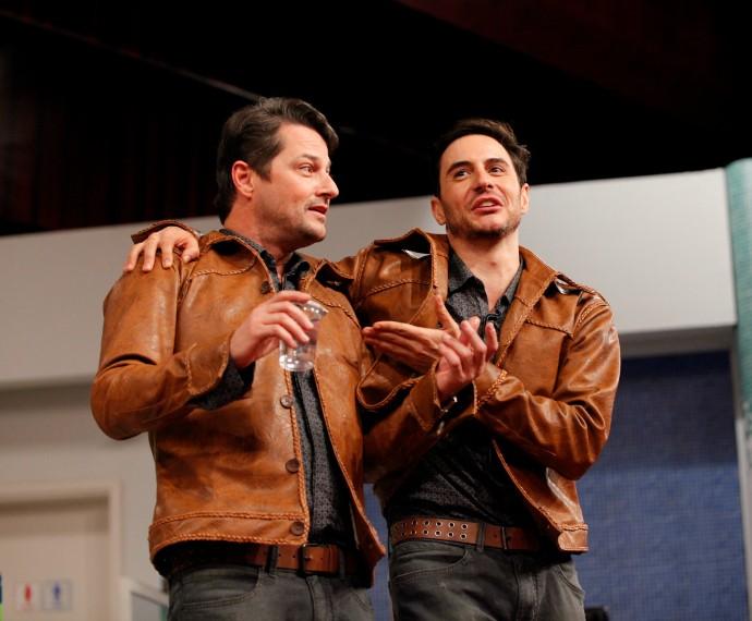 Marcelo Serrado e Ricardo Tozzi em ensaios de Tomara que Caia (Foto: Artur Meninea/Gshow)